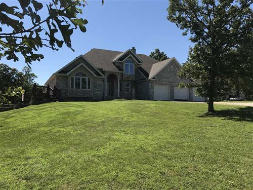 Beautiful Home And 116 Acres in La : Lebanon : Laclede County : Missouri
