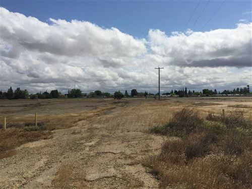 61 Acres on The Southeast Corner : Bakersfield : Kern County : California