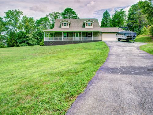 Spectacular Lake Front Home : Dandridge : Jefferson County : Tennessee