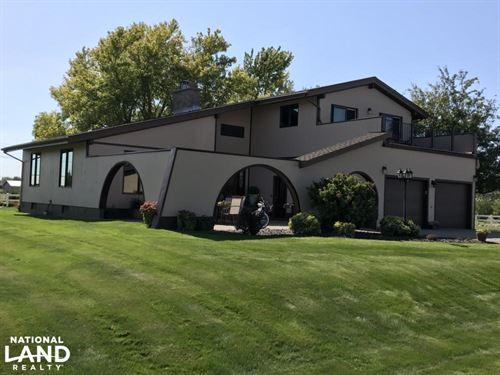 Beautiful Home With Small Acreage : Mobridge : Walworth County : South Dakota