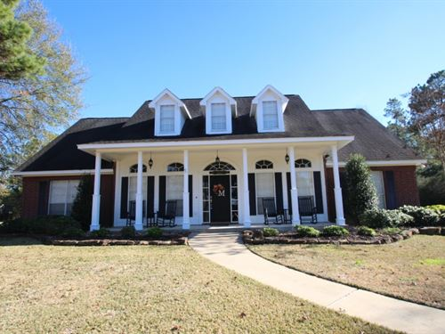 18443 Hills Lake Court : Montgomery : Texas