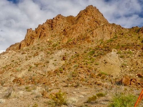 10 Acres At The Base Of Bee Mountai : Study Butte : Brewster County : Texas