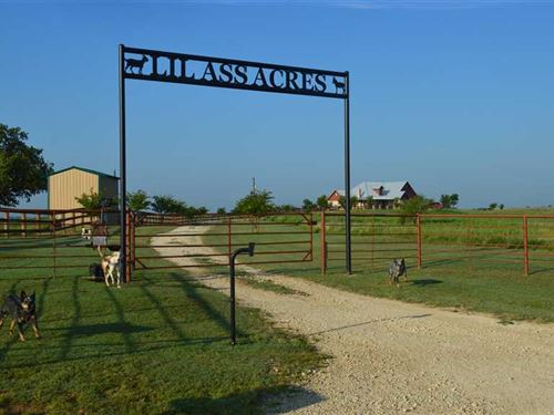 Country Living With Sophisticated : Henrietta : Clay County : Texas