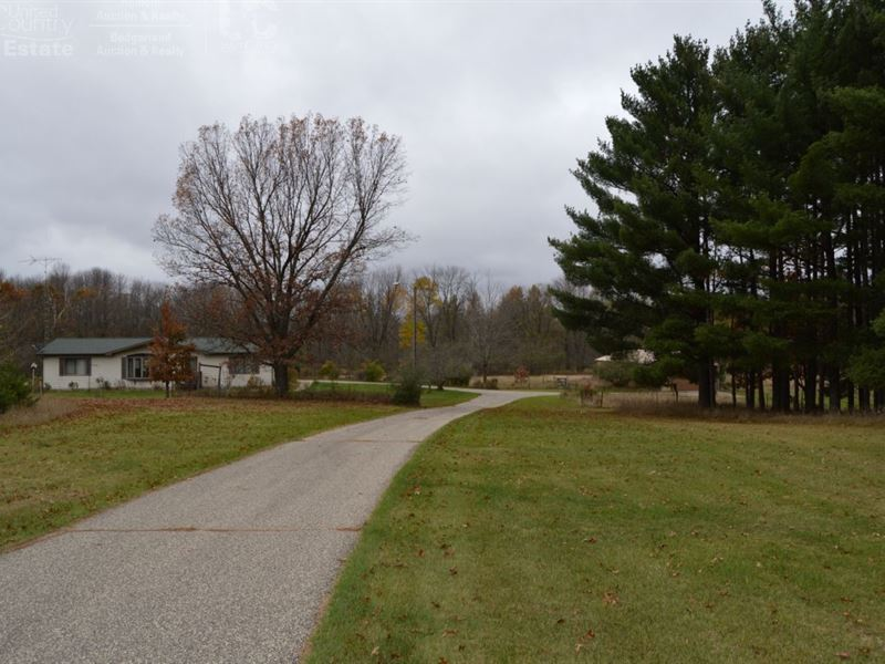 Country Home With A Lot To Offer : Westfield : Marquette County : Wisconsin