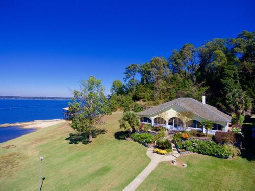 Lake House On Toledo Bend : Many : Sabine Parish : Louisiana