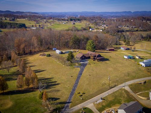 Log Home On 3+ Acres With Mountain : Morristown : Hamblen County : Tennessee