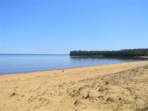 Big Traverse Bay - Lot 41 : Calumet : Houghton County : Michigan