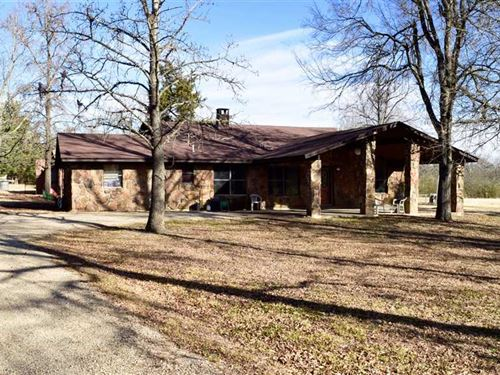 Beautiful Rock Home Near Hugo on 4 : Hugo : Choctaw County : Oklahoma