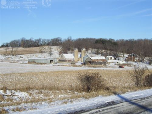 Country Home Near Town : Portage : Columbia County : Wisconsin
