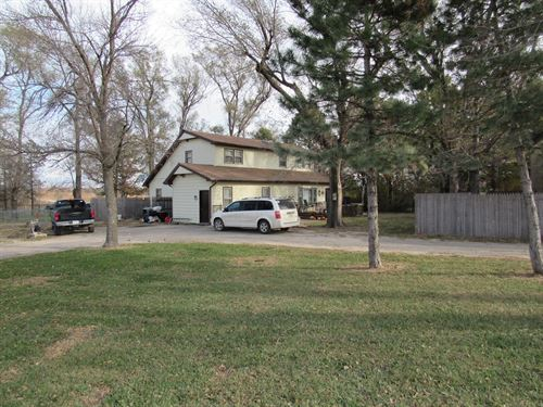 Kansas Country Home/Equine Property : Westmoreland : Pottawatomie County : Kansas
