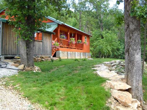 23.95 Acres With a Cabin at th : Western Grove : Newton County : Arkansas