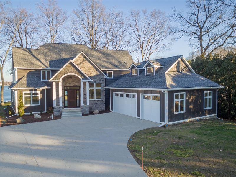 Stunning Home On The Water : Richland : Kalamazoo County : Michigan