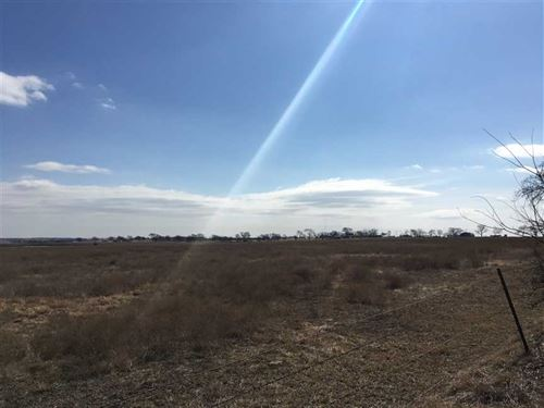 8.5 Acres of Land For Sale Near Er : Era : Cooke County : Texas
