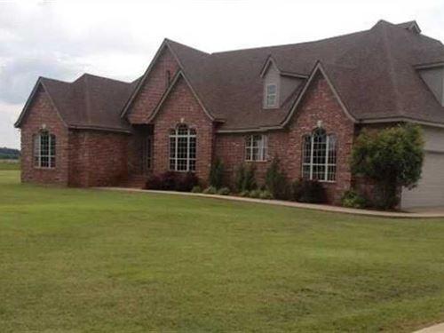 Beautiful Home Adjacent to The Pin : Clarendon : Monroe County : Arkansas