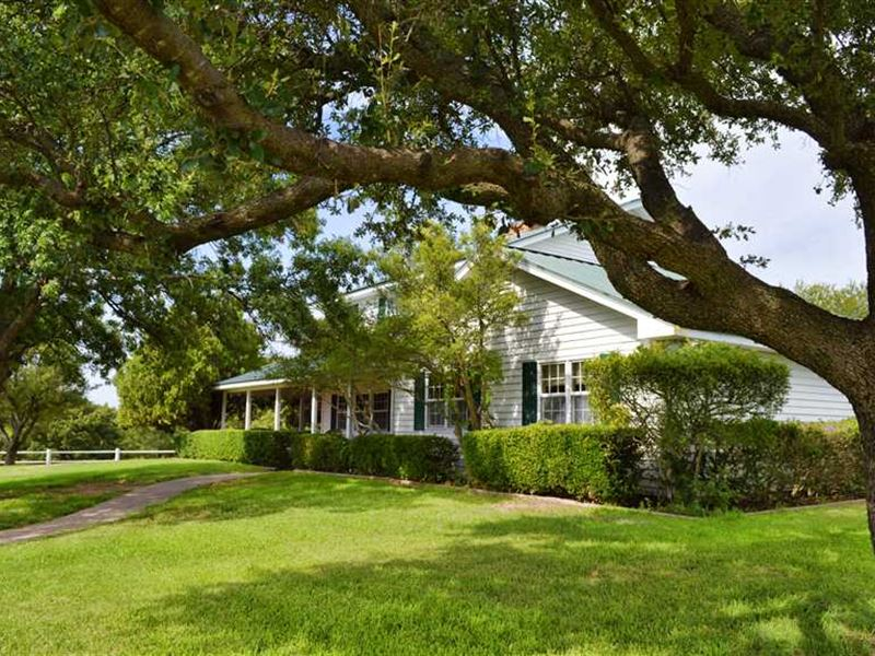 Remarkable Ranch Retreat With Beau : Bowie : Clay County : Texas