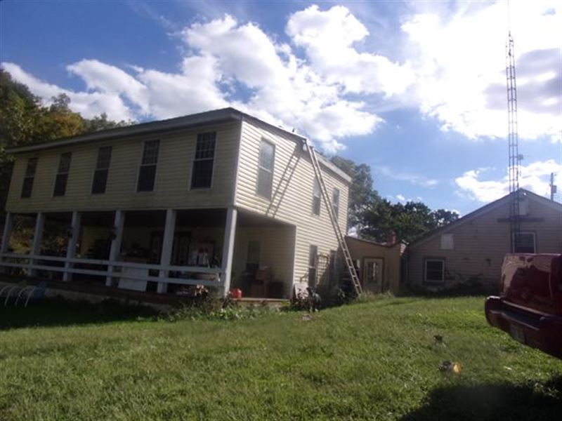 4Br 1Ba 2,228 sf Single-Famil : Mineral Wells : Wood County : West Virginia