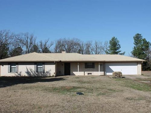 Country Home With Acreage : Paris : Lamar County : Texas