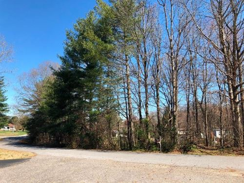 Wooded Lot With Great Location : Statesville : Iredell County : North Carolina