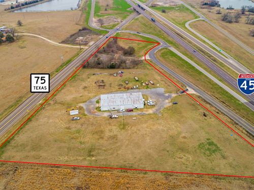5 Acres 8700 Sqft Comm. Building : Madisonville : Madison County : Texas