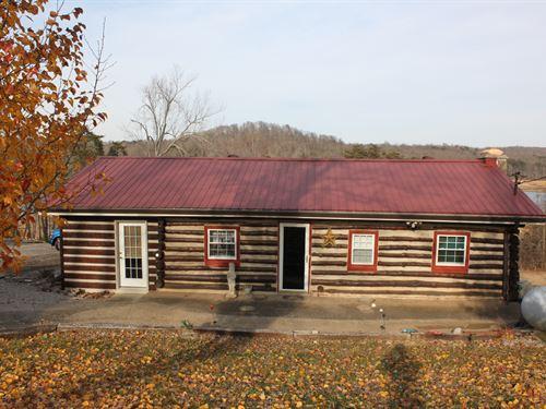 Rustic Log Home On Nolin Lake : Mammoth Cave : Edmonson County : Kentucky