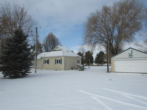 Lovely Little Acreage Close To Town : Scottsbluff : Scotts Bluff County : Nebraska