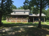 12 Acres With Large Home & Se : Leslie : Searcy County : Arkansas