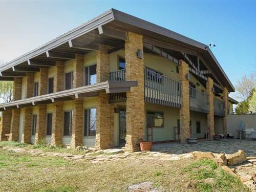 Marvelous Home/Lodge On 19 Acres : Neodesha : Wilson County : Kansas