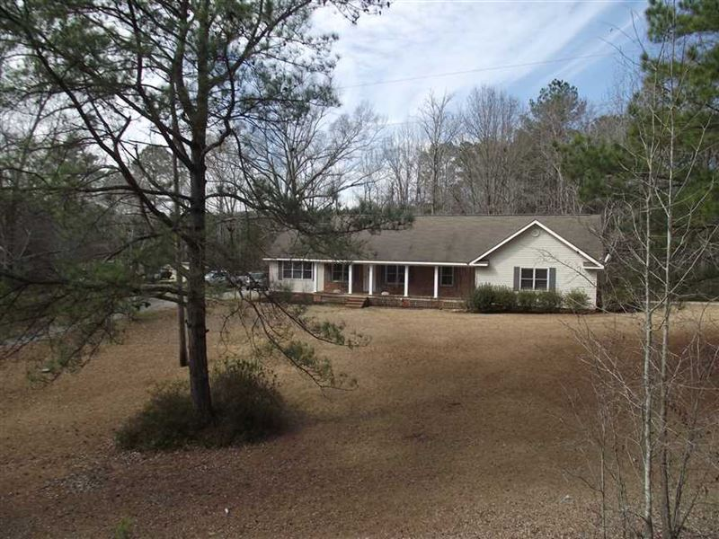 Beautiful Home And 3 Acres of : Greensboro : Hale County : Alabama