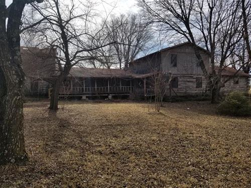 Sells to Highest Bidder at Auct : Mack's Creek : Camden County : Missouri
