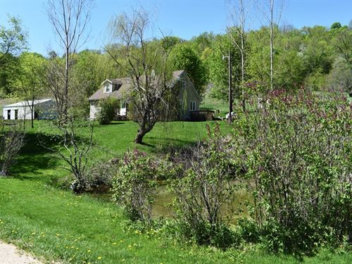 Waterfront County Home/Hobby Farm : Hillsboro : Richland County : Wisconsin