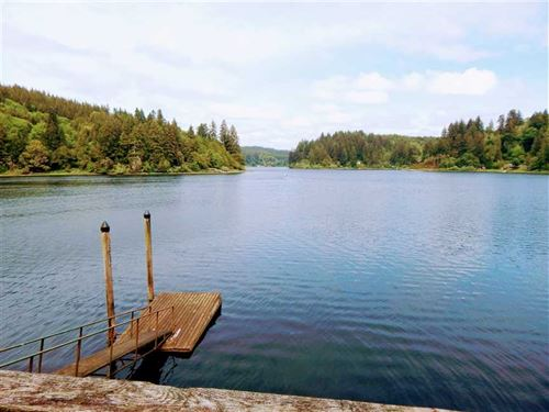 Oregon Lakefront Property Near The : Lakeside : Coos County : Oregon