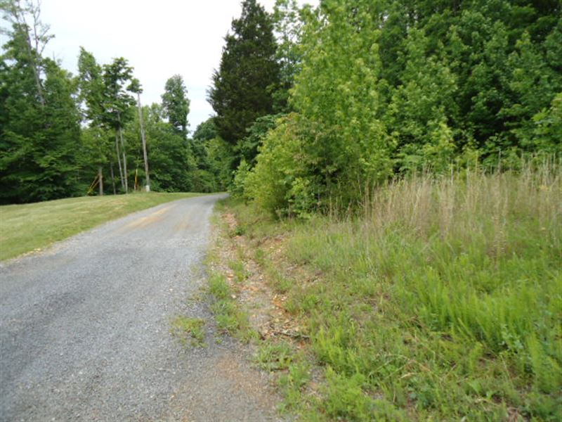 7.70 Surveyed Acres. Sellers Terms : Celina : Clay County : Tennessee