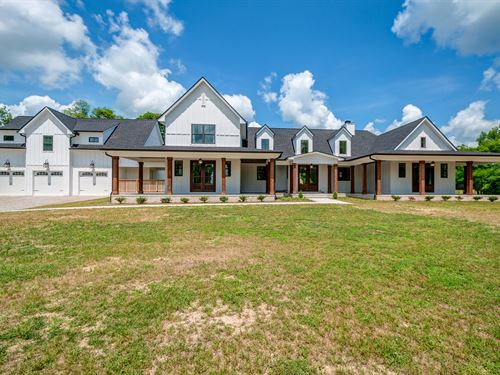 Stunning Modern Farmhouse On 60 Ac : Columbia : Maury County : Tennessee