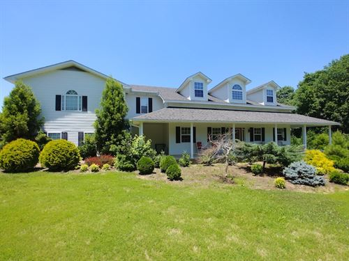 Beautiful Landscaped In County : Huntingdon : Carroll County : Tennessee