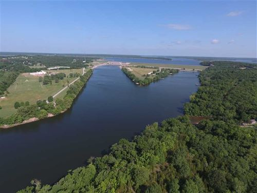 Waterfront Investment Property, 33 : Warsaw : Benton County : Missouri