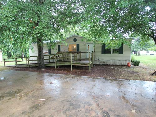 Country Home On Small Acreage : Powderly : Lamar County : Texas