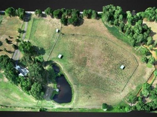 Beautiful 18+/- Acre Horse Farm : Roland : Pulaski County : Arkansas