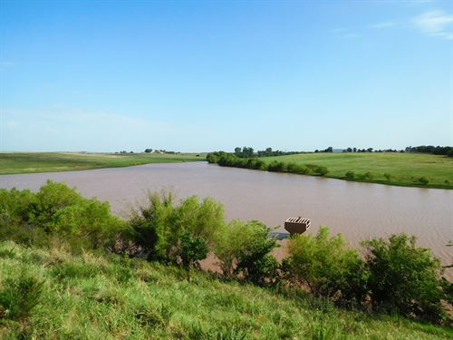 Caddo County Farm With Large Pond : Carnegie : Caddo County : Oklahoma