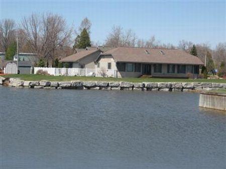 Beautiful Home On Lake Huron : Alpena County : Michigan