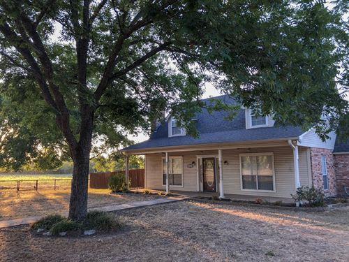 Home With Beautiful Acreage & Pool : Grand Saline : Van Zandt County : Texas