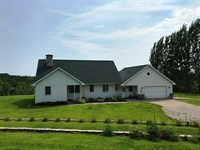 Spacious Country Home : Prairie Du Chien : Crawford County : Wisconsin