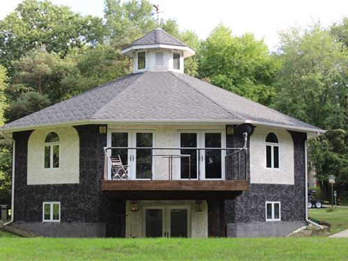 10 Acre Octagon Home Located Near : Walkerton : Starke County : Indiana
