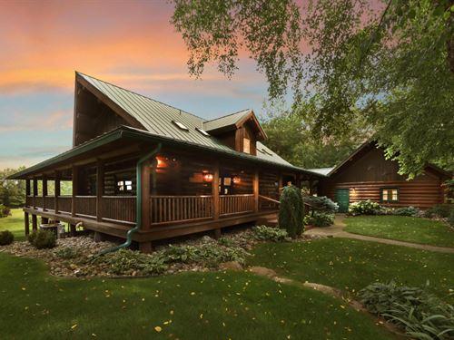 Stunning Log Home On 110 Acres : Gladwin : Michigan