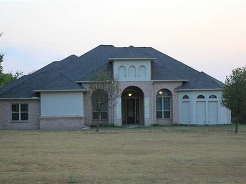 Beautiful Executive Home on Acreage : Tioga : Grayson County : Texas