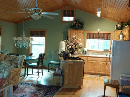Custom Cedar Home With 8+ Acres Nat : Deer : Newton County : Arkansas