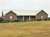 Ranch Home With 9.27 Acres And Pool : De Kalb : Bowie County : Texas