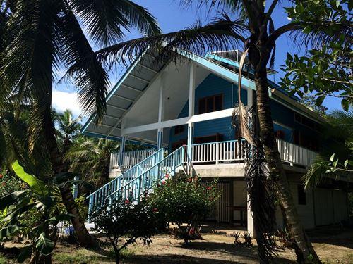 White Sand Caribbean Beach House : Sal Creek : Panama