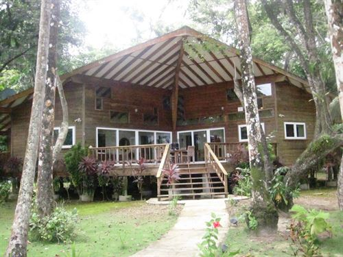 Titled Coastal Oceanfront Home : Carenero : Panama