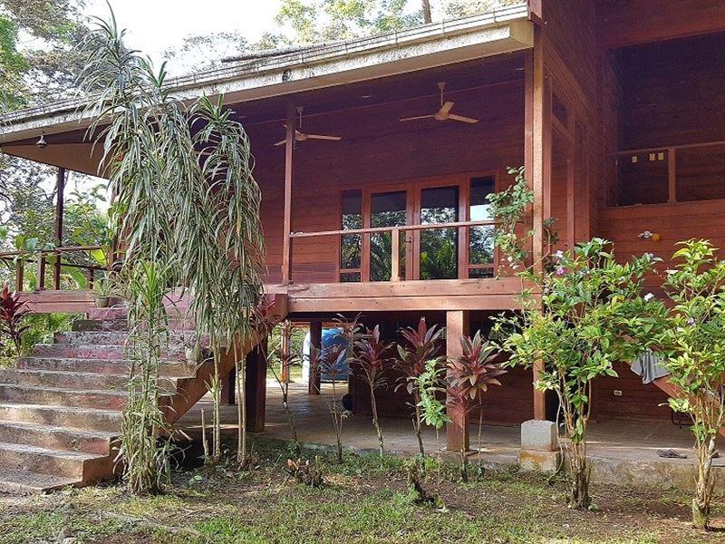 Titled Coastal Fixer Home, Bocas : Bocas Del Toro : Panama