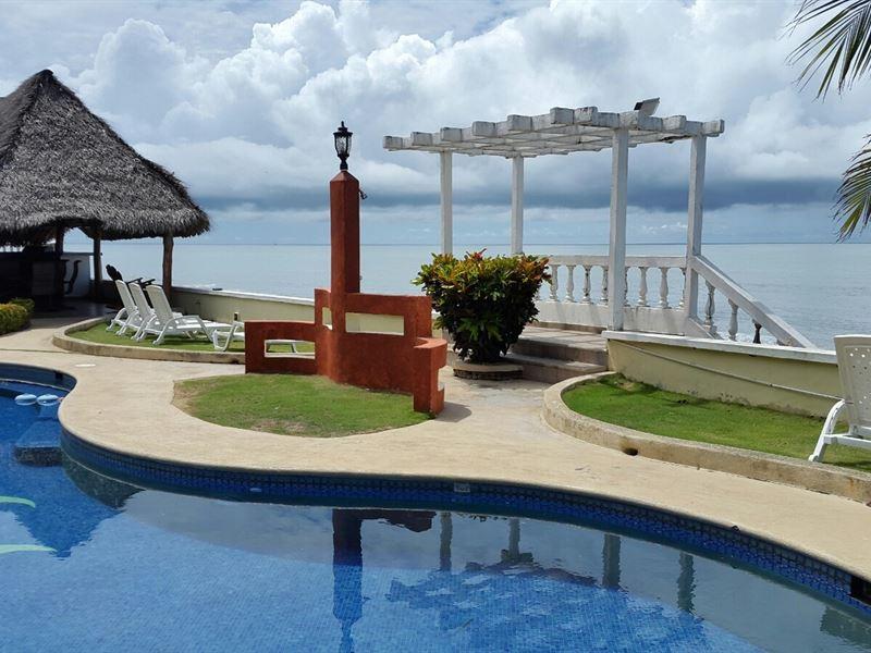1 Bedroom Oceanfront Gorgona : Nueva Gorgona : Panama